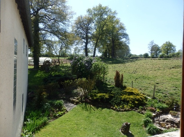 A Beautiful  Raised Riverside Setting for this 3 Bed House 11930