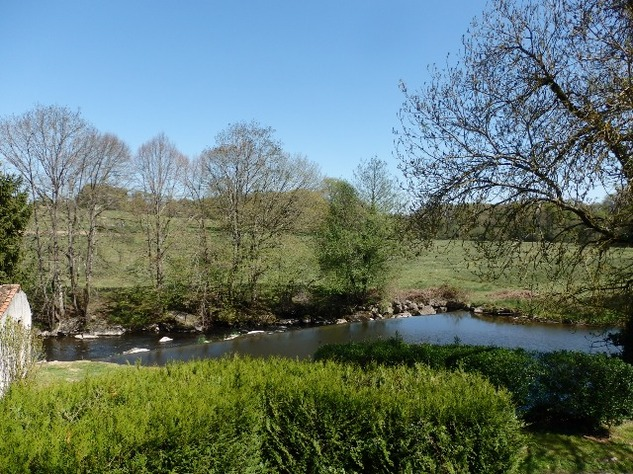 A Beautiful  Raised Riverside Setting for this 3 Bed House 11933
