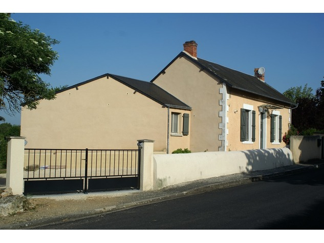 Beautiful renovated house with lovely garden, parking and land 4846
