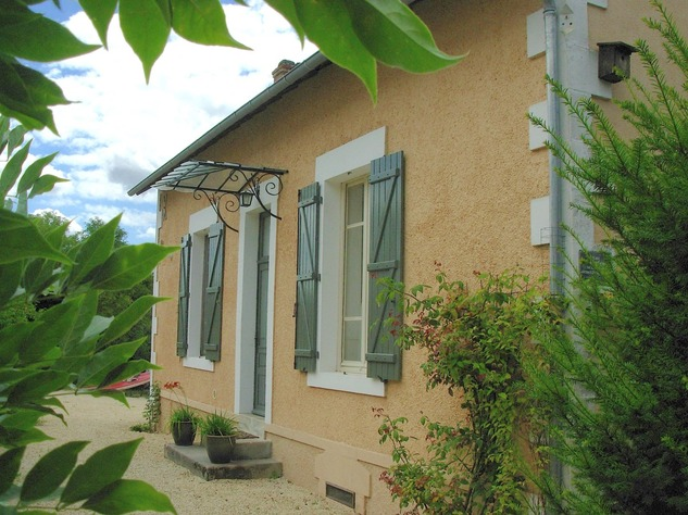 Beautiful renovated house with lovely garden, parking and land 6602