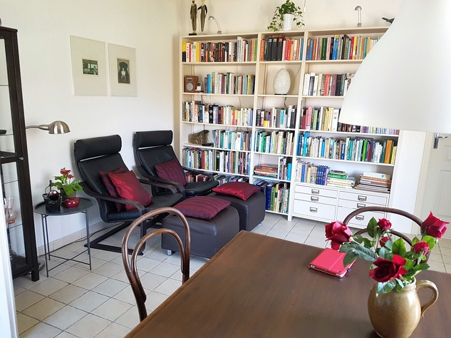 Beautiful renovated house with lovely garden, parking and land 8763