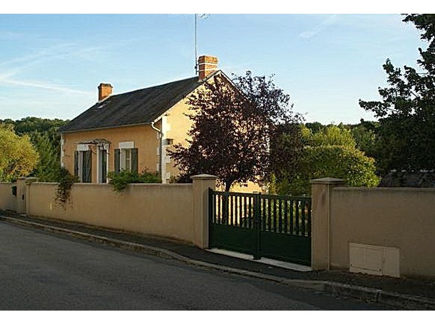 Beautiful renovated house with lovely garden, parking and land 4847