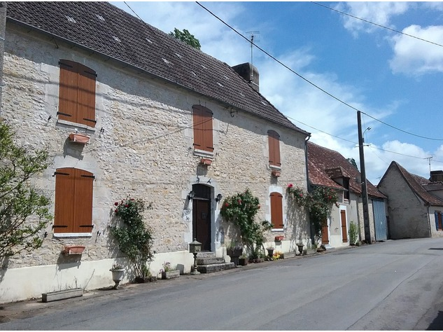 Big village house with barn, situated on the banks of a river 6573