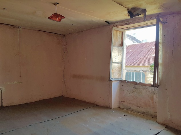 House to renovate with great potential 9868