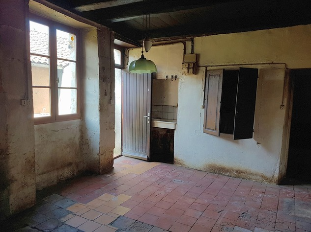 House to renovate with great potential 9864