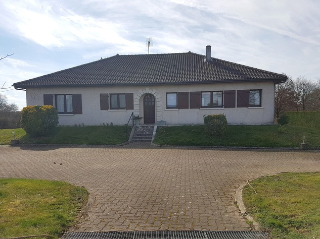 Nice house with basement and big garden, near amenities 9078