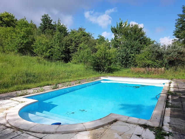 Beautiful property with pool and guest accomodation 12210