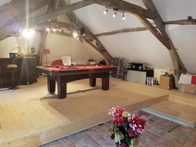 Village house with courtyard and a great playroom 9770