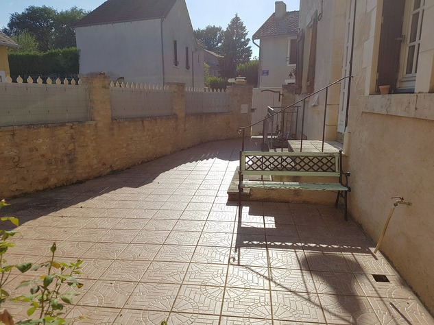 4 bedroom village house with nice, private courtyard 10928