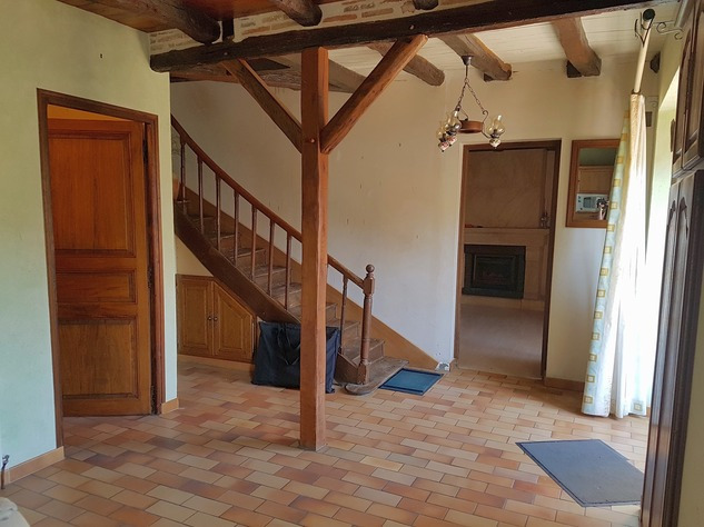 4 bedroom village house with nice, private courtyard 10932