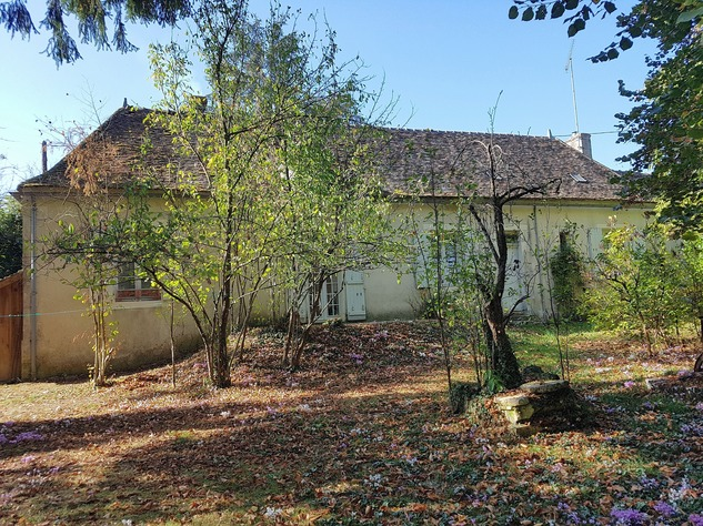 In the Brenne: house with garage and park-like garden 10968