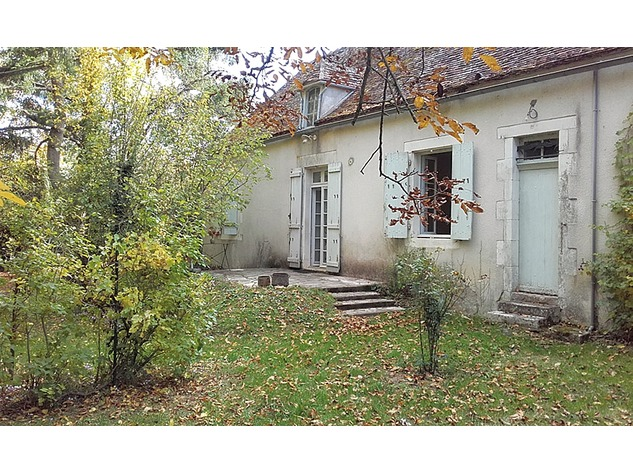 In the Brenne: house with garage and park-like garden 10909