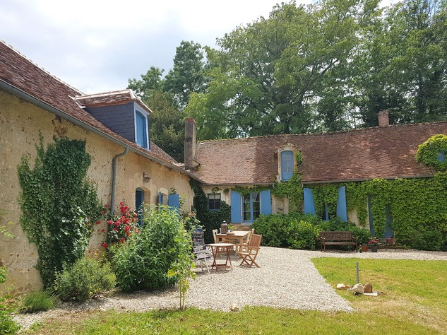 Wonderful farmhouse with beautiful wine cellars and a lovely garden with mature trees 12227