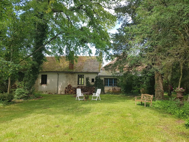 Wonderful farmhouse with beautiful wine cellars and a lovely garden with mature trees 12231