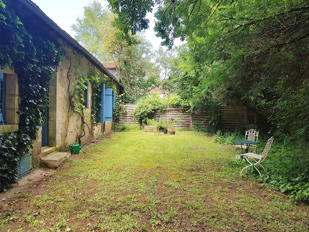 Wonderful farmhouse with beautiful wine cellars and a lovely garden with mature trees 12233