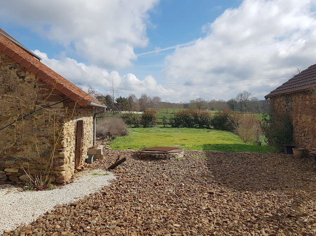 Lovely village house with nice barn and garden 13837