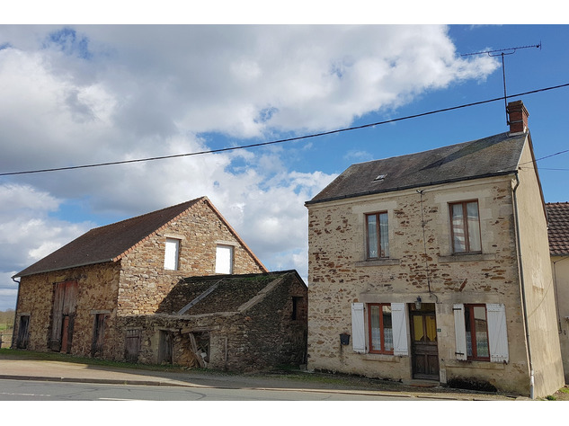 Lovely village house with nice barn and garden 13829