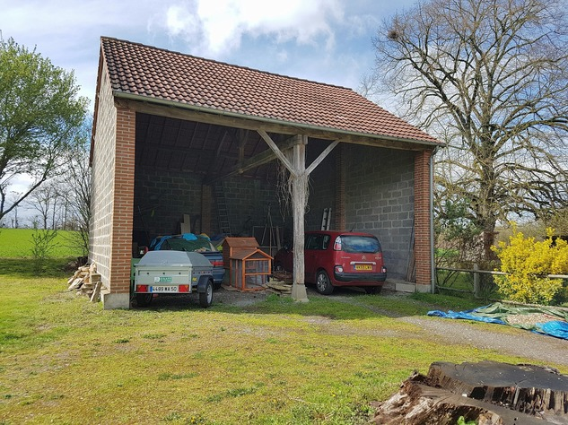 Lovely property comprising 2 houses, a barn and land 11668