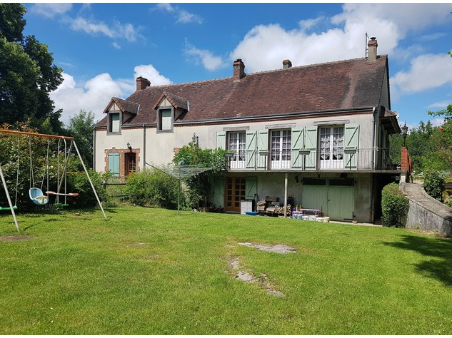 Lovely property comprising 2 houses, a barn and land 11660