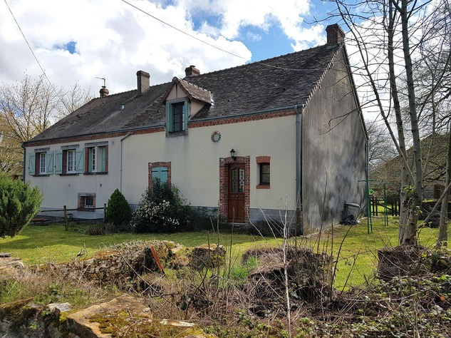 Lovely property comprising 2 houses, a barn and land 11661