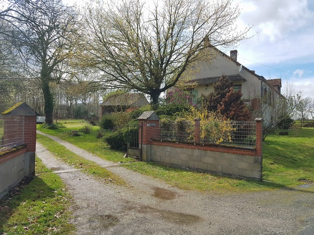 Lovely property comprising 2 houses, a barn and land 11667