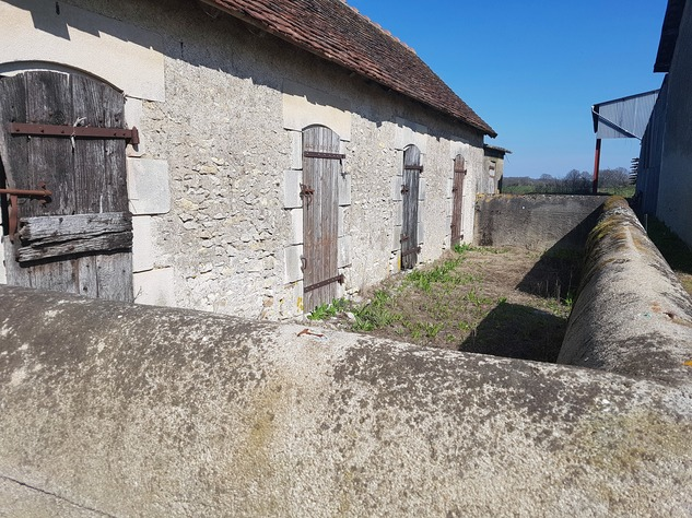 Near Montmorillon, Vienne (86): house with outbuildings 13730