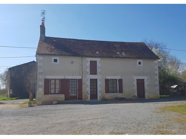 Near Montmorillon, Vienne (86): house with outbuildings 13713