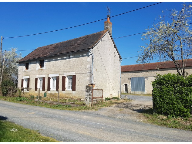 Near Montmorillon, Vienne (86): house with outbuildings 13714