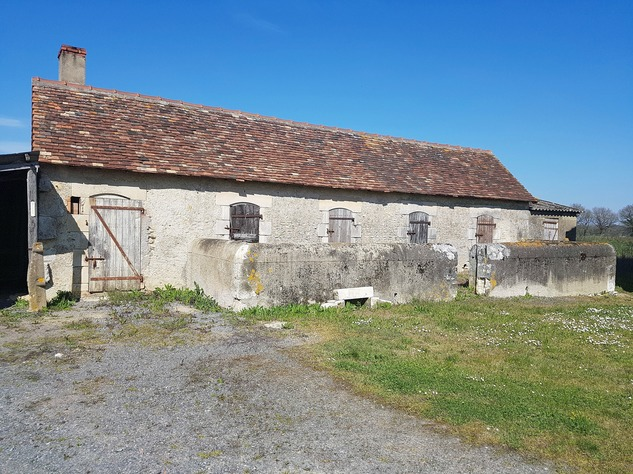 Near Montmorillon, Vienne (86): house with outbuildings 13719