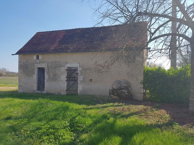 Near Montmorillon, Vienne (86): house with outbuildings 13720