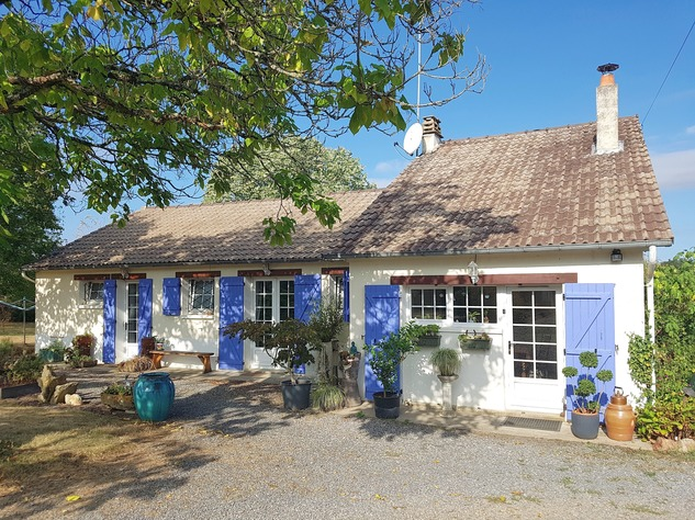 La Brenne, Indre 36, near Prissac: very pleasant one-level house with land 13111