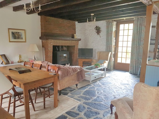 Near Eguzon, Indre 36: pretty house at 5 min. from the beach 13337