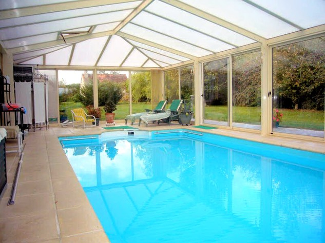 Near Angles sur l'Anglin, Vienne 86: property with swimming pool 13582