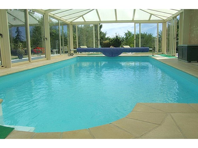 Near Angles sur l'Anglin, Vienne 86: property with swimming pool 13583