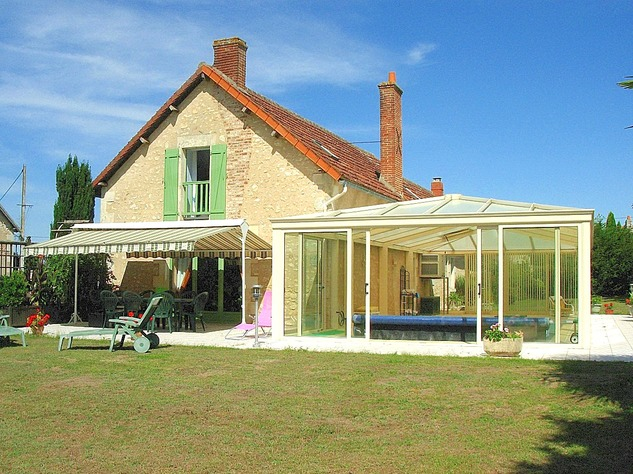 Near Angles sur l'Anglin, Vienne 86: property with swimming pool 13584