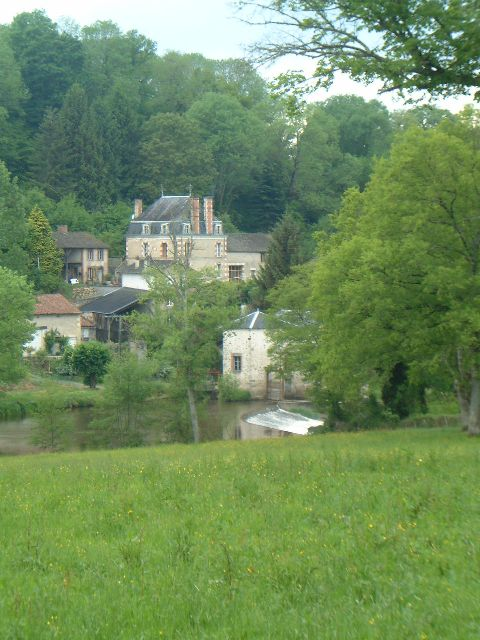 6 Bed Maison Bourgeois, 3 Further Houses on 2.5Ha with Riverside Fishing 2135
