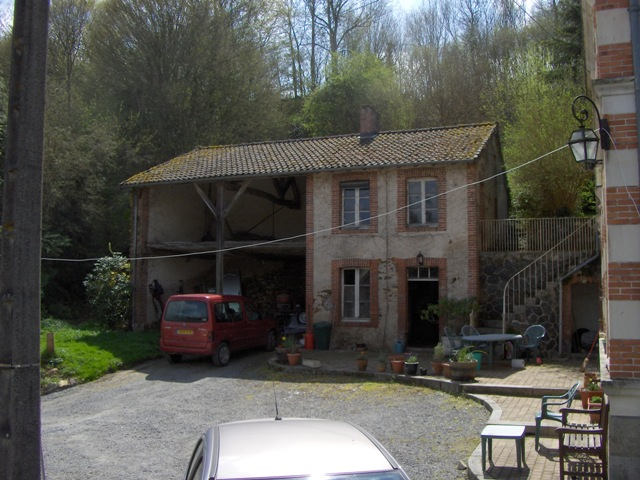 6 Bed Maison Bourgeois, 3 Further Houses on 2.5Ha with Riverside Fishing 2127