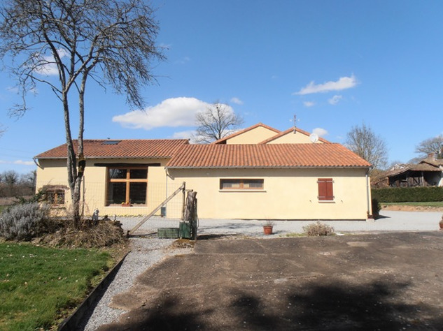 3 Bedroom Architecturally Designed House/Barn Conversion with beautiful Countryside Views 2859
