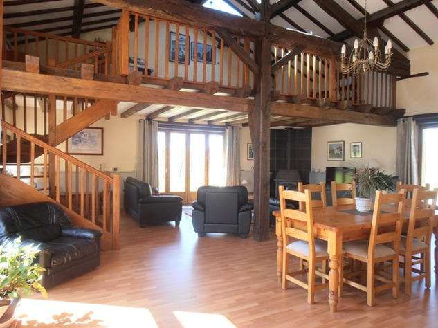 3 Bedroom Architecturally Designed House/Barn Conversion with beautiful Countryside Views 2860