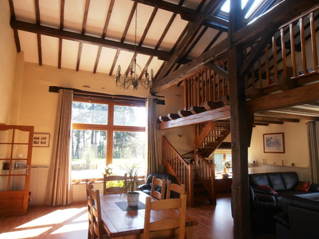 3 Bedroom Architecturally Designed House/Barn Conversion with beautiful Countryside Views 2861