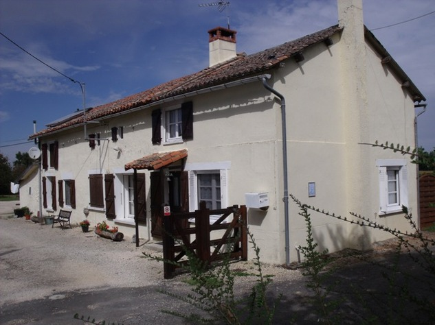 5 Bedroom B & B  or House with Gîte - set in Pretty Hamlet with Barns and Garden 4483