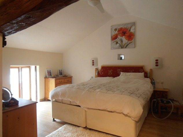 5 Bedroom B & B  or House with Gîte - set in Pretty Hamlet with Barns and Garden 4510