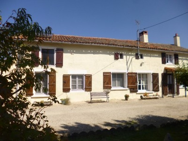 5 Bedroom B & B  or House with Gîte - set in Pretty Hamlet with Barns and Garden 4485