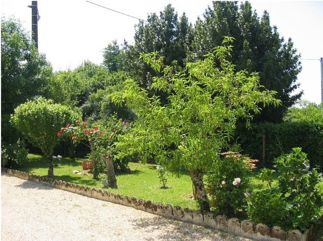5 Bedroom B & B  or House with Gîte - set in Pretty Hamlet with Barns and Garden 4486