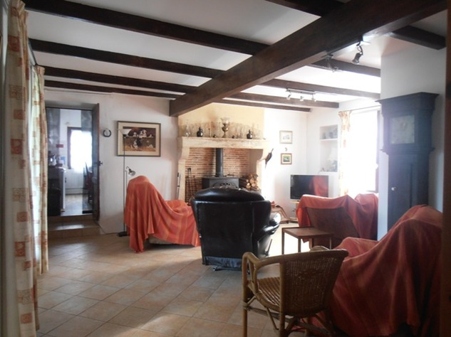 5 Bedroom B & B  or House with Gîte - set in Pretty Hamlet with Barns and Garden 4489