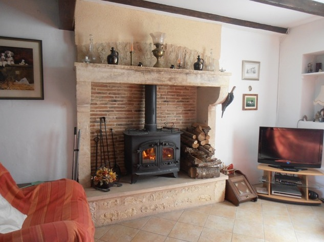5 Bedroom B & B  or House with Gîte - set in Pretty Hamlet with Barns and Garden 4490