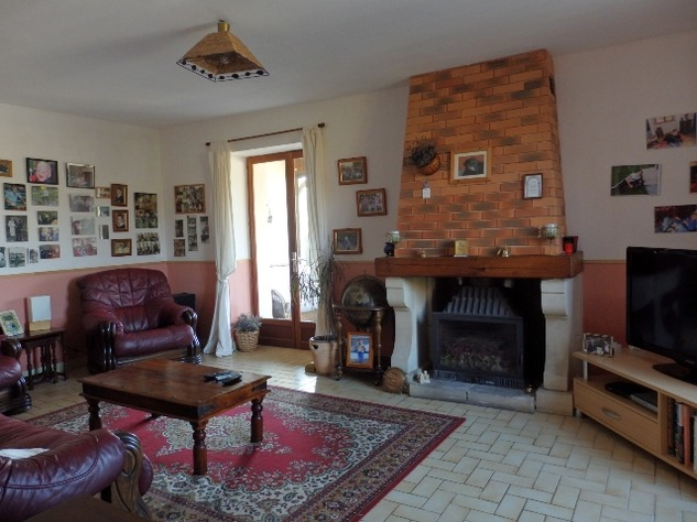 Traditional 3 Bedroom Hamlet House with Gardens and Exceptional Countryside Views. 6233