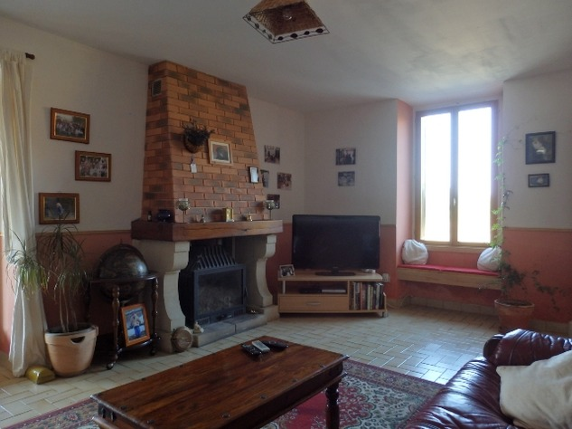 Traditional 3 Bedroom Hamlet House with Gardens and Exceptional Countryside Views. 6234