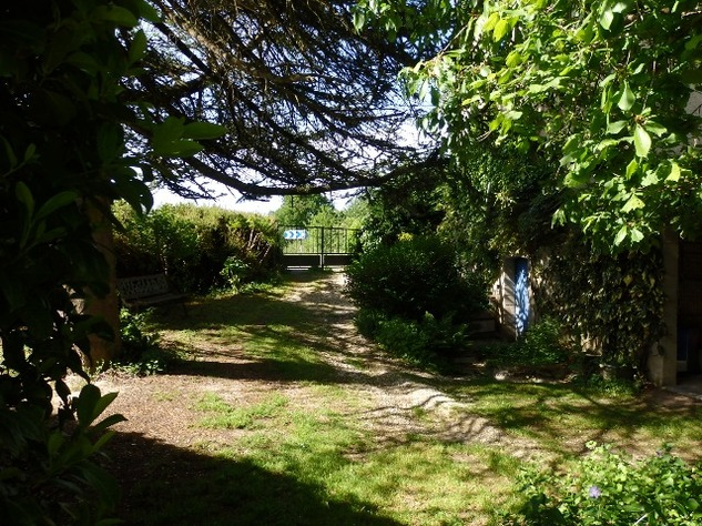 Railway Cottage with Large Garden - Very Private Setting 7172