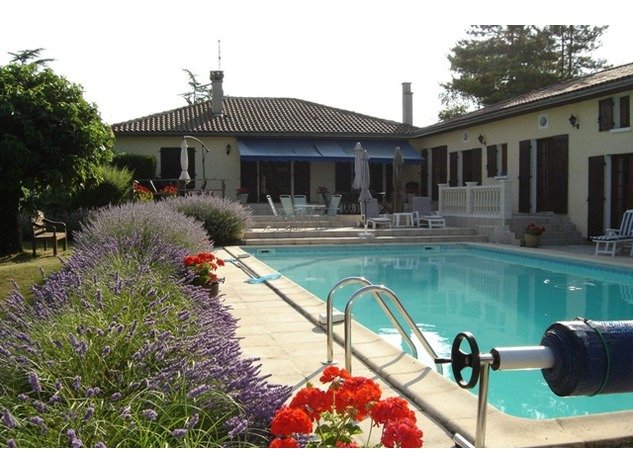 Spacious Village House, 2 Bedroom Gîte, Swimming Pool and Beautiful Countryside Views 6829